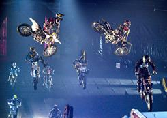 Nuclear Cowboyz combines freestyle motocross, acrobats and pyrotechnics. 