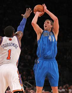 Dirk Nowitzki (41) had 29 points and 11 rebounds to help the Mavericks top Amar'e Stoudemire and the Knicks for their sixth consecutive  win.