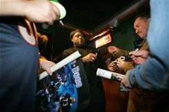 Former Chicago Bears player Dave Duerson, shown signing autographs in 2005, died of a self-inflicted gunshot wound, according to a Chicago Tribune report.