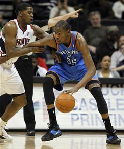 Kevin Durant (35) had 29 points in his return from an ankle injury, and the Thunder held off the Hawks.