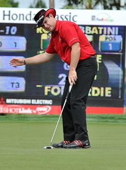 Rory Sabbatini tracks his putt on the eighth hole during the final round of the Honda Classic at PGA National in Palm Beach Gardens, Fla.