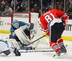 Marian Hossa, right, helped the Blackhawks snap a three-game winless streak with two goals in a 6-3 win against the Sharks.