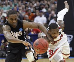 Gonzaga guard Demetri Goodson and St. John's guard Dwight Hardy chase a loose ball during their second-round game in Denver.