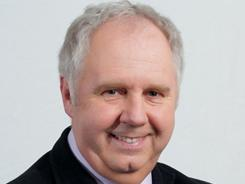 Ian Darke is a soccer and boxing broadcaster with almost 30 years of experience.