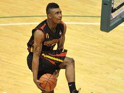 LeBryan Nash outslammed fellow McDonald's All-American Austin Rivers to take home the slam dunk crown. Nash will be playing for Oklahoma State in the fall.