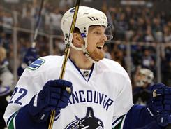 Daniel Sedin moved up to the leading MVP candidate on the top-ranked Vancouver Canucks.
