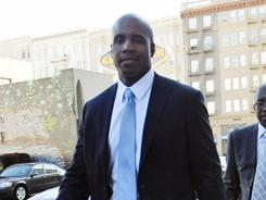 Barry Bonds leaves the federal courthouse during a break in the proceedings for his perjury trial.
