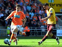 Arsenal's Dutch forward Robin van Persie (right) scores during the English Premier League match between Blackpool and Arsenal at Bloomfield Road, Blackpool, England, on Sunday.
