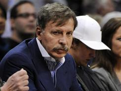 Denver Nuggets and Colorado Avalanche owner Stan Kroenke increased his controlling stake in Arsenal to 62.89%, giving him the controlling stake in the club. Kroenke becomes the fifth American owner in the English Premier League.