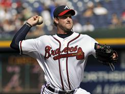 Braves starter Derek Lowe pitches to the Mets in the first game of a doubleheader on Saturday.