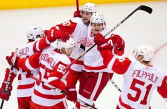 Red Wings Leave Little Doubt, Drub Coyotes For 3-0 Series Lead