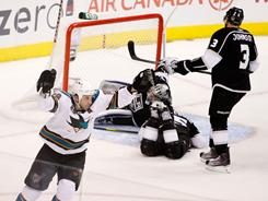 Ryane Clowe scored two of the Sharks' six goals as San Jose opened up a late lead to take a 3-1 series lead against the Kings.