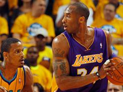 Former teammates Trevor Ariza, left, and Kobe Bryant faced off on Friday night. Ariza had 12 points for the Hornets, but Bryant had 30 as the Lakers won 100-86.