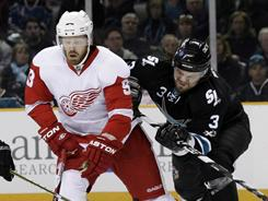 Detroit Red Wings forward Johan Franzen played less than 10 minutes Sunday because he tweaked his sore ankle.