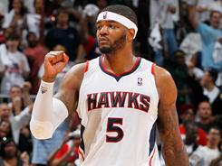 Josh Smith scored 23 points, pulled down 16 rebounds and added eight assists in the Hawks' 100-88 Game 4 win over the Bulls on Sunday. The series is now tied 2-2.