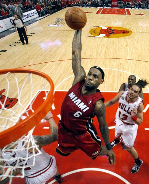 Lebron Dunking Drawing Lebron James Dunks Against