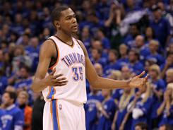 Kevin Durant carried the Thunder to a 15-point lead Monday, but he struggled in the fourth quarter and overtime, missing nine of 11 shots.