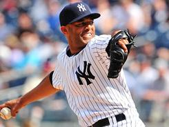 Yankees closer Mariano Rivera becomes the first pitcher to record 1,000 appearances with one team.