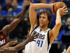 Dirk Nowitzki fought through a fever and three miserable quarters to score a team-high 21 points, including 10 in the fourth quarter.