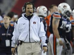 Auburn has given head football coach Gene Chizik a contract extension and a raise.