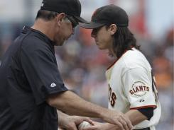 Giants manager Bruce Bochy, left, removes pitcher Tim Lincecum after the ace allowed seven runs in four-plus innings.