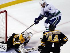 Bruins goalie Tim Thomas makes a save on Canucks right wing Jannik Hansen during the first period.