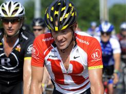 The FBI is looking into a meeting between Lance Armstrong and former teammate Tyler Hamilton at a Colorado restaurant last weekend.