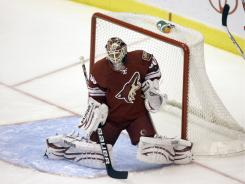 Ilya Bryzgalov, here making a save last season with the Phoenix Coyotes, says he wants &quot;to be the guy who can carry this team.&quot;
