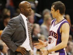 Terry Porter, left,, talking with Suns guard Steve Nash, spent half a season as head coach in Phoenix in 2008-09.