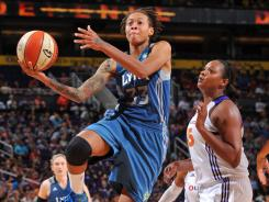 Seimone Augustus was 11-for-15 from the field to help Minnesota win its third in a row.