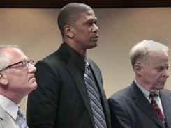 Jalen Rose, center, with attorneys Victor Norris, left, and James Burdick, right, during a May 25 court appearance, will report to the Oakland County (Mich.) Jail on Tuesday.