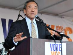 Charles Wang, owner of the New York Islanders, speaks during a fan rally at Nassau Coliseum last week.
