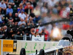 Del Worsham maintained his points lead by winning Sunday's Funny Car title in Kent, Wash.