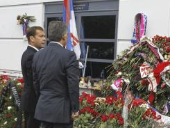 Russian President Dmitry Medvedev, left, and Turkish President Abdullah Gul visit a memorial to members of Lokomotiv Yaroslavl who died in Wednesday's plane crash.