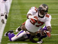 The Buccaneers' LeGarrette Blount scores a touchdown against the Minnesota Vikings in the third quarter Sunday in Minneapolis.