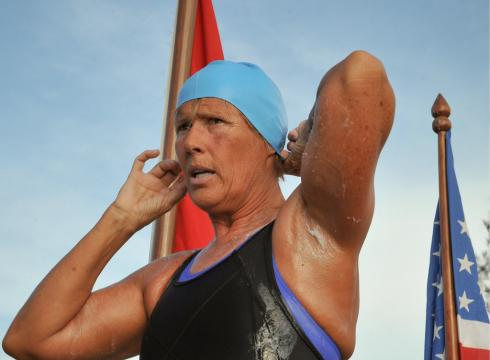 http://i.usatoday.net/sports/_photos/2011/09/25/Diana-Nyad-quits-swim-from-Cuba-to-Florida-A6DS8CN-x-large.jpg