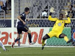 Sebastian Le Toux scored two first-half goals to help the Philadelphia Union extend their unbeaten streak to five.