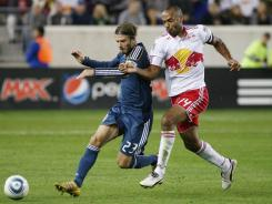 New York Red Bull forward Thierry Henry, right, battles with Los Angeles Galaxy midfielder David Beckham for a loose ball Tuesday night. The Red Bulls shutout the Galaxy, 2-0.