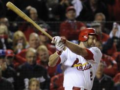 The Cardinals' Lance Berkman ties the game in the 10th inning with an RBI single.