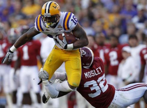 LSU running back Spencer Ware (16) tries to leap out of the grasp of