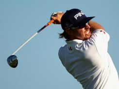 Hunter Mahan of the USA withdraws Friday from the Australian Open because of a shoulder injury.