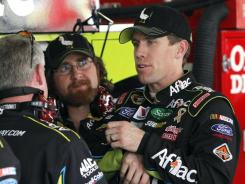 Carl Edwards, right, the Chase points leader, has one victory and nine top-10 finishes in 14 Sprint Cup starts in Phoenix.