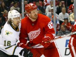 Johan Franzen (93) scored in Detroit's three-goal third period that gave the Red Wings their fourth consecutive win.