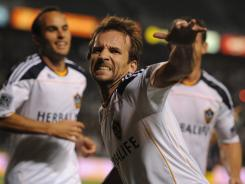 Donovan, Beckham lead LA GALAXY to MLS title