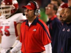 Fresno State coach Pat Hill coached his final game for the Bulldogs against San Diego State on Saturday.