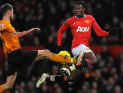 Manchester United striker Danny Welbeck, right, vies with Wolverhampton Wanderers defender Roger Johnson during their match on Saturday.