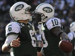 Jets QB Mark Sanchez (6) threw one of his TD passes Sunday to Santonio Holmes.