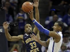 Murray State guard Jewuan Long (33) tries to block the shot of Memphis guard Chris Crawford during the Racers' 76-72 win.