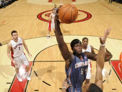 The Warriors signed center Kwame Brown, shooting March 13 for the Bobcats, to a one-year, $7 million contract.