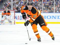 Flyers winger Jaromir Jagr was forced out of the Winter Classic in the second period because of injury.